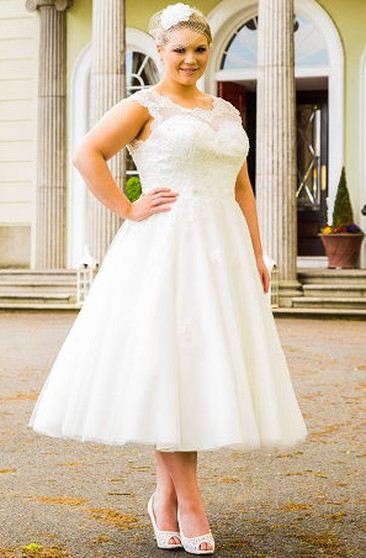 Plus Size Short Wedding Dresses for Brides in All Sizes ...