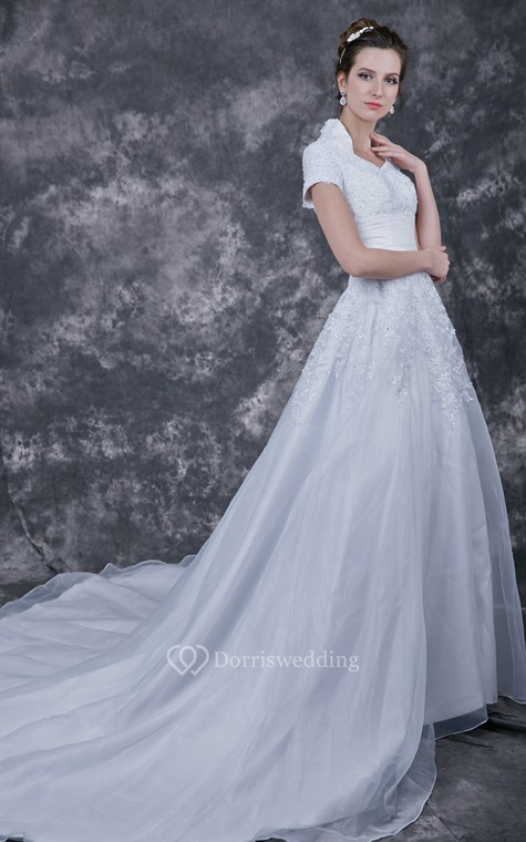Romantic  Lace-appliqued Organza Wedding Dress With Satin Band - 1